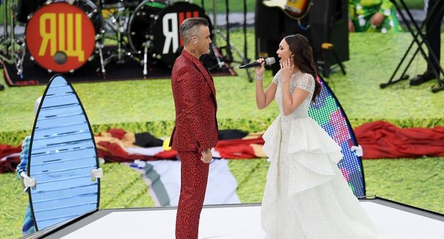 Aida Garifullina y Robbie Williams, cantantes.