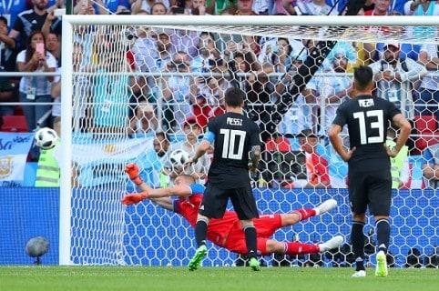 Lionel Messi cobrando el penal