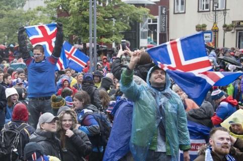 Islandeses celebrando