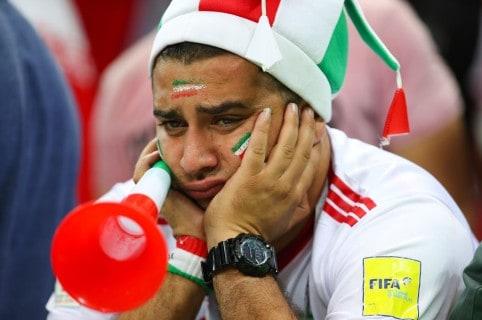 Hincha de Irán, luego de la derrota ante España