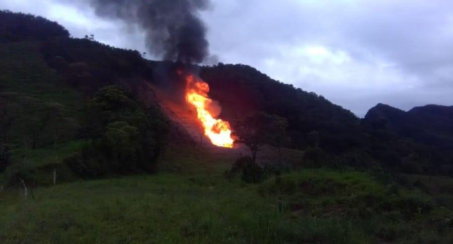 Emergencia por explosión de gas natural en vereda agua