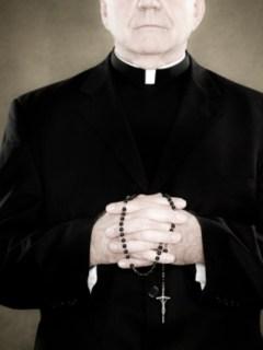 Sacerdote cacheteó a un bebé en su bautizo porque no dejaba de llorar