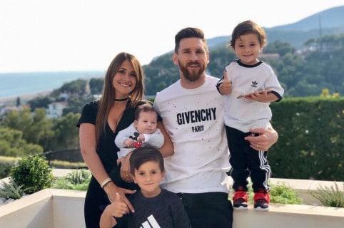 Lionel Messi, futbolista, con su esposa Antonella Roccuzzo y sus hijos Mateo, Thiago y Ciro.