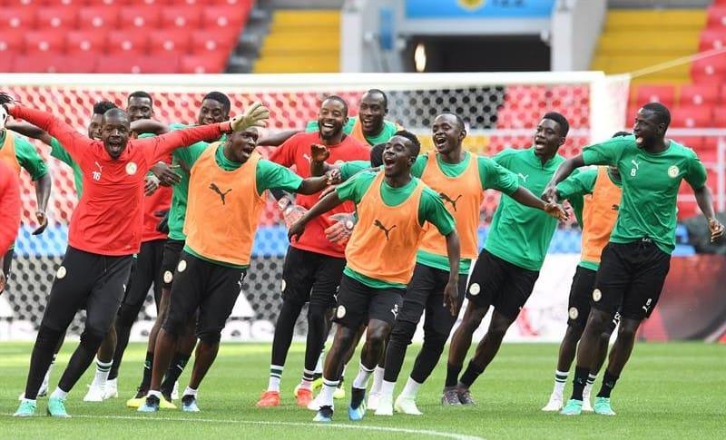 Senegal bailando en el entrenamiento