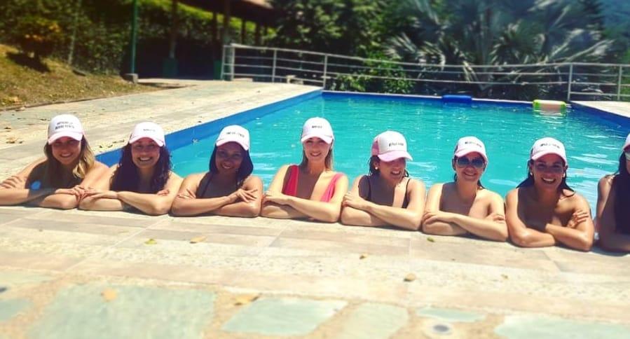 Maritza Aristizábal, presentadora, con sus amigas y colegas en su despedida de soltera.