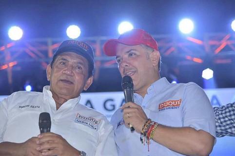 Poncho Zuleta, cantante, con Iván Duque, presidente de Colombia.