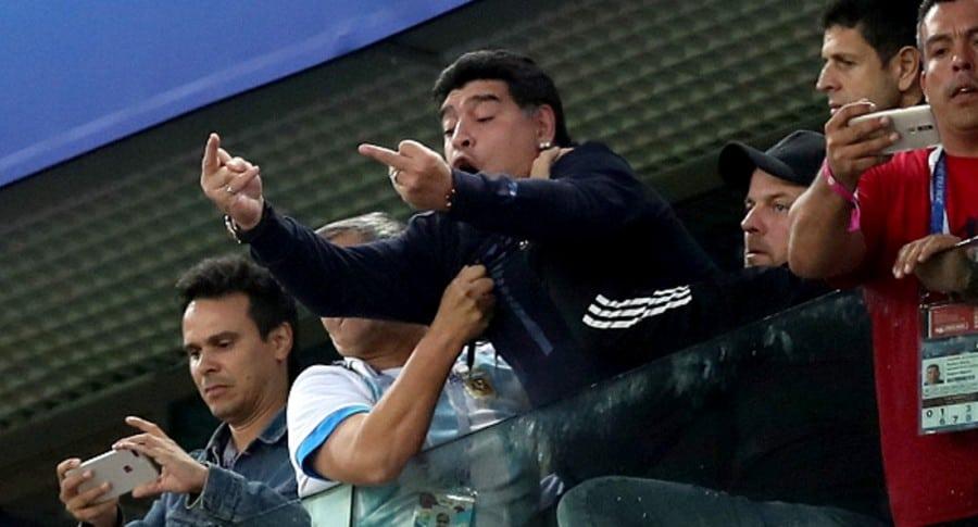 Maradona haciendo pistolas Getty