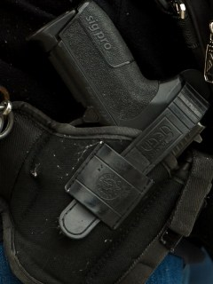 Pistola enfundada
