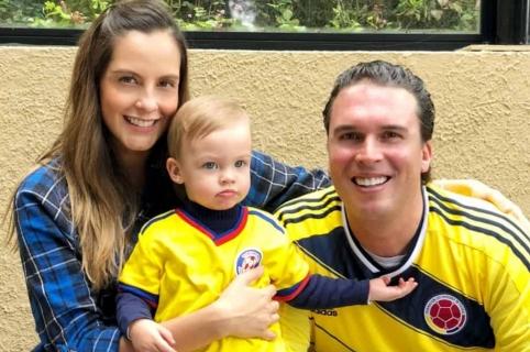 Laura Acuña, presentadora, con su esposo, Rodrigo Kling, y su hija, Helena.