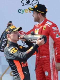 Max Verstappen (centro), Kimi Raikkonen (izquierda) y  Sebastián Vettel (derecha)