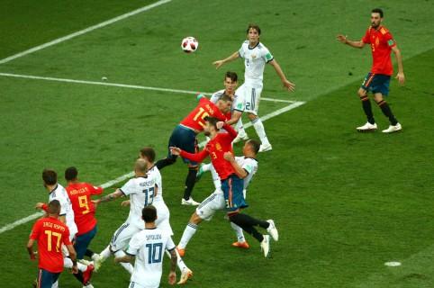 Jugada en el partido entre Rusia y España
