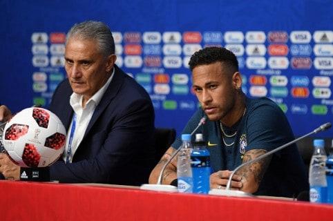 Neymar y Tite en rueda de prensa