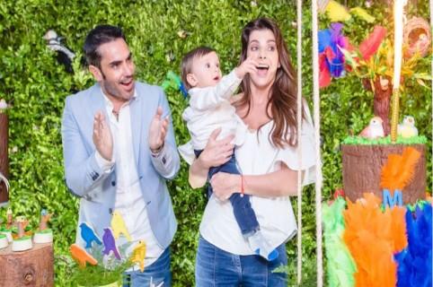 Carolina Cruz, presentadora, con su pareja, el actor Lincoln Palomeque, y su hijo, Matías.