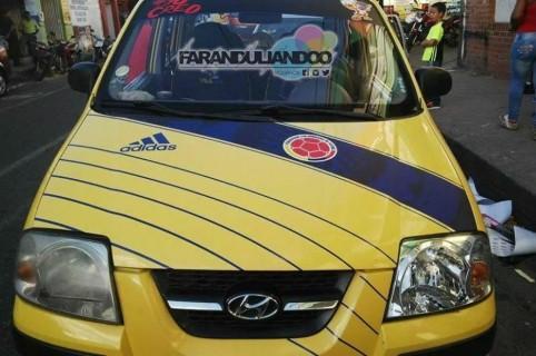 Taxi adornado de la Selección Colombia