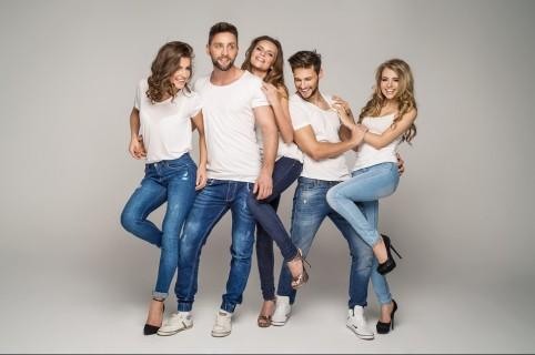Amigos con jeans