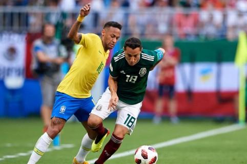 Neymar y Andrés Guardado