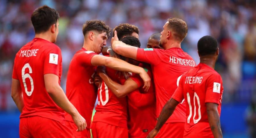 Inglaterra celebrando