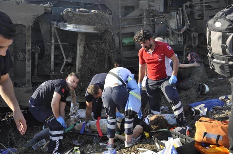 Tren descarrilado en Turquía