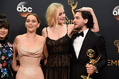Maisie Williams, Emilia Clarke, Sophie Turner y Kit Harington, actores.