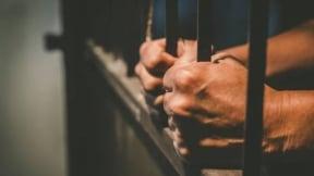Hombre en prisión