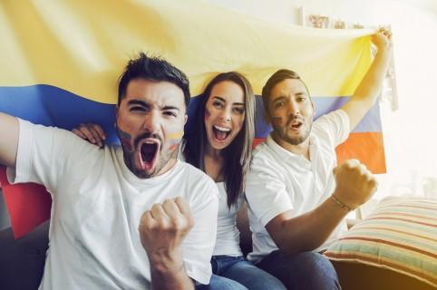 Personas celebrando un gol