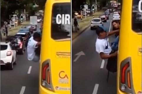 Ladrón atrapado en ventana de bus