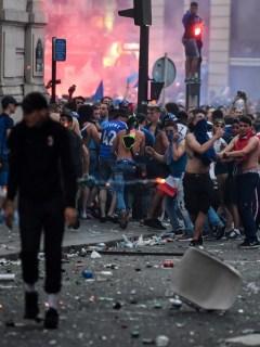 Disturbios en los Campos Eliseos, París