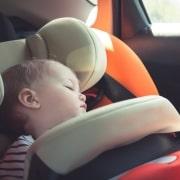 Bebé en un carro