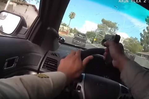 Policía dispara a través del parabrisas