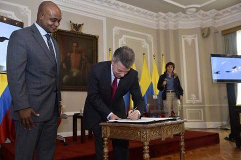 Firma de Juan Manuel Santos