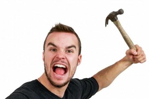 Hombre con martillo.