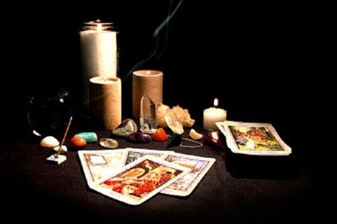 Velones y cartas de tarot