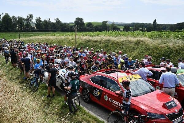 Ciclistas bloqueados por protestas