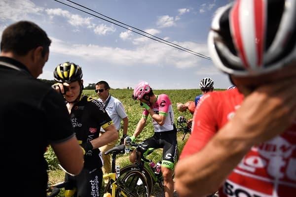 Ciclistas afectados por los gases.