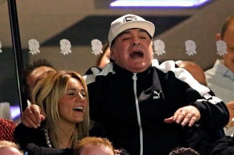 Diego Armando Maradona, exfutbolista, y su novia Rocío Oliva.
