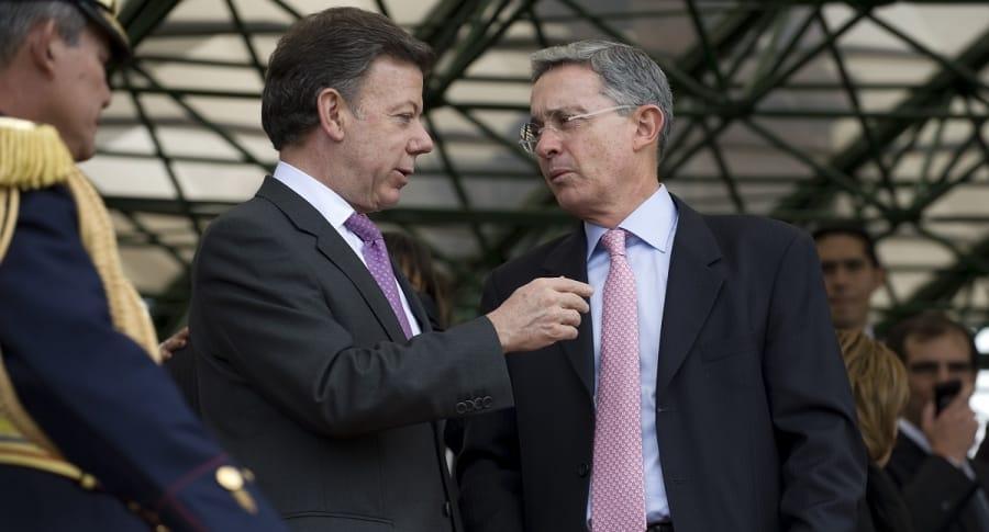 Juan Manuel Santos, presidente, y Álvaro Uribe, expresidente y senador.