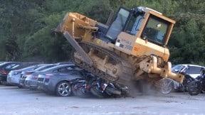 Destrucción de carros de lujo en Filipinas
