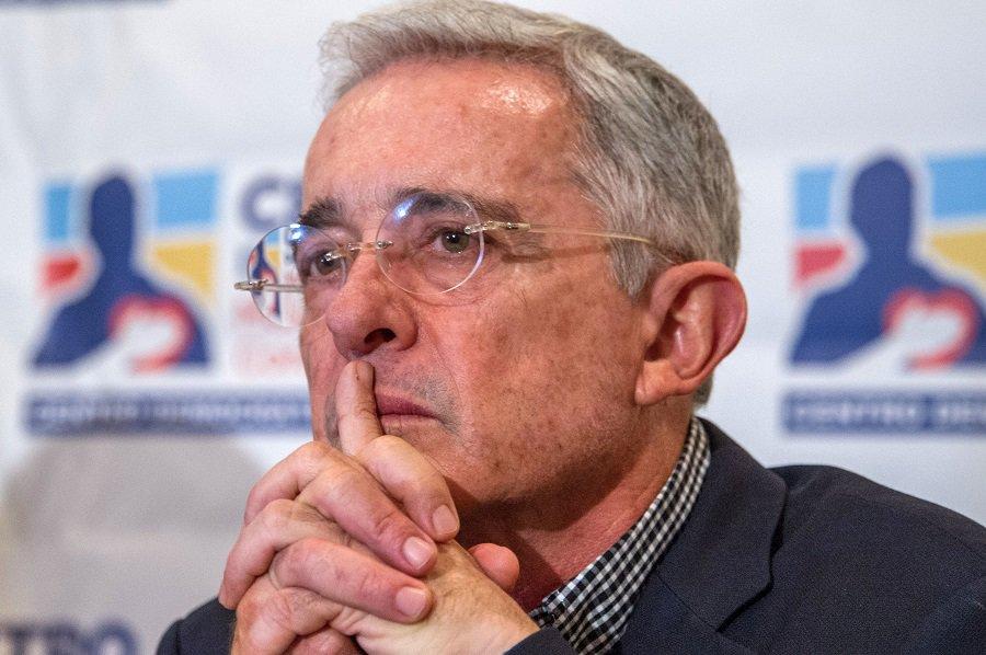 Vallas de apoyo a Uribe, ahora en Cali