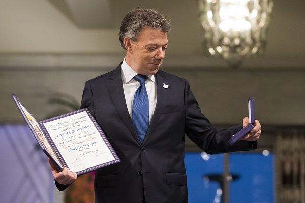 Juan Manuel Santos recibiendo el Nobel de la Paz