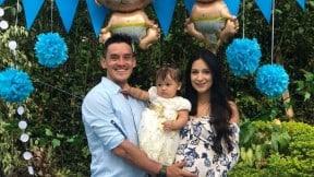 Carlos Mario Oquendo, con su esposa Manuela Zuluaga y su hija mayor.