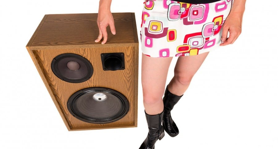Mujer detenida por poner música a todo volumen