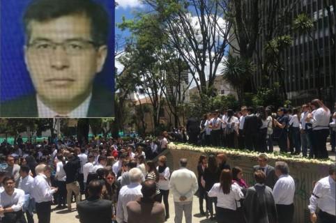 Homenaje a funcionario del Banco de la República en el Parque Santander