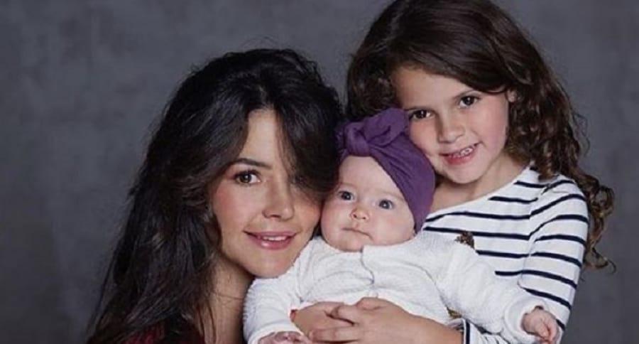 La actriz Maleja Restrepo junto a sus hijas Guadalupe y Macarena