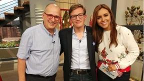 Jota Mario Valencia y Tatiana Franco, presentadores, junto a Gustavo Quintero.
