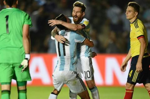 Messi enfrentando a Colombia