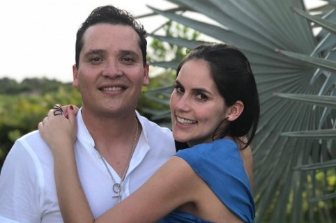 Diego Pulecio, cantante, y Linda Palma, presentadora.