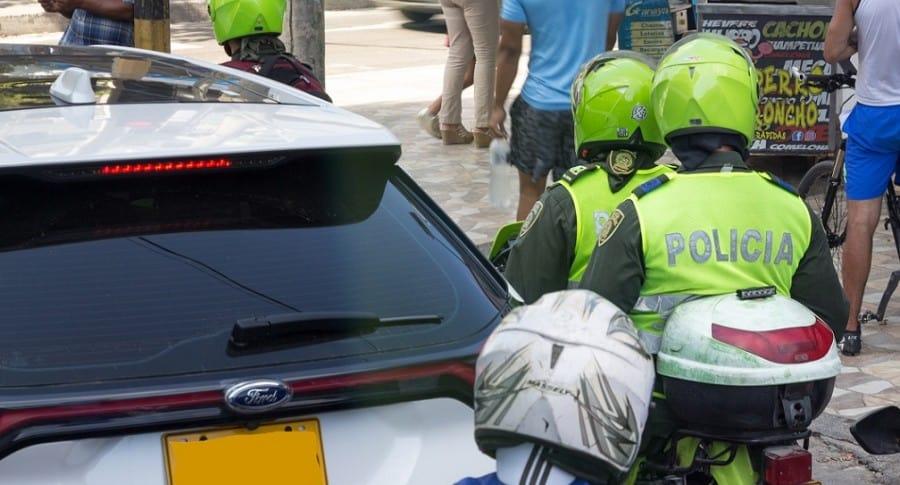 Policías en moto