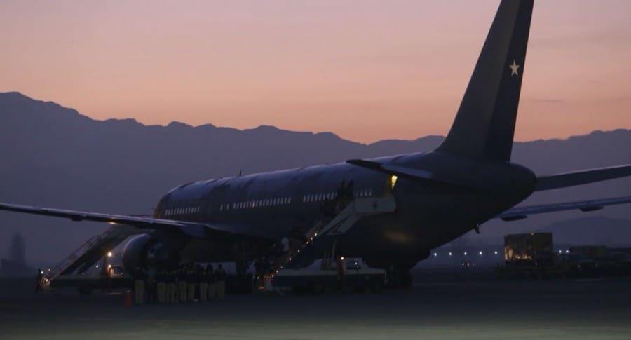 Avión en el que deportan a colombianos de Chile