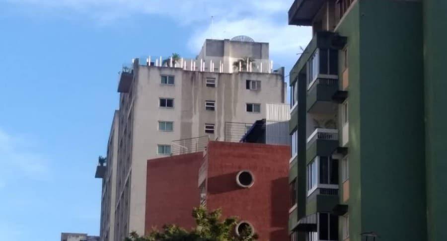 Piscina desbordada por terremoto en Venezuela