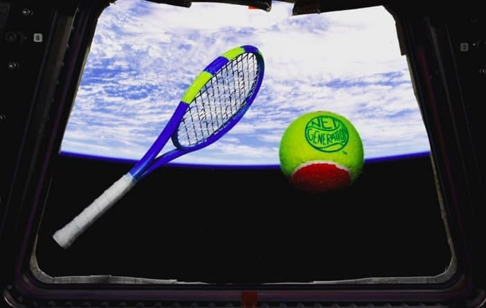 Partido de tenis en el espacio